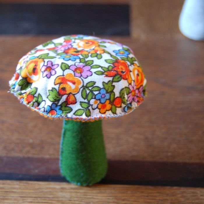 diy paddenstoel maken van vilt en stof door studio paars