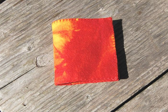 naaldenboekje van rood oranje vilt door studio paars