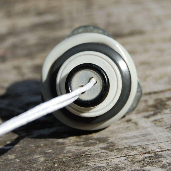 knopenketting #04 grijs door studio paars