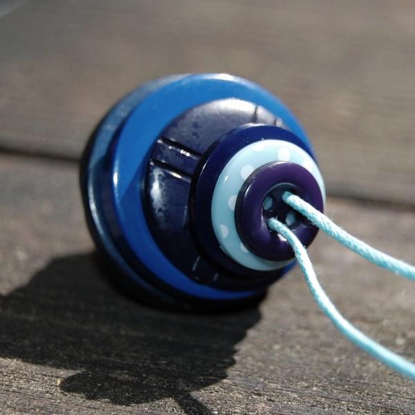 knopenketting #19 blauw door studio paars