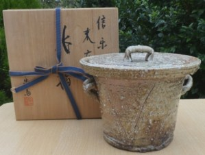 Rakusai Takahashi IV: Stoneware wood-fired mizusashi (fresh water container for the tea ceremony) with signed wooden box. Height: 16.0 cm (6.3 inches) and a maximum diameter (excluding handles) of 19.8 cm (7.8 inches). Price £275