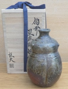 Tsuneo Osawa (b. 1962). Boxed wood-fired Bizen tokkuri. Incised signature on the base. The height is 14.2 cm (5.6 inches). Price £225