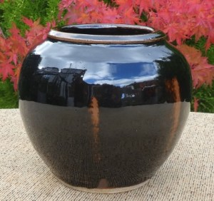 UM6 - Ursula Mommens (1908 - 2010): Rounded stoneware vase with personal seal. The height is 12.7 cm (5.0 inches) and the maximum diameter is 14.7 cm (5.8 inches). £175