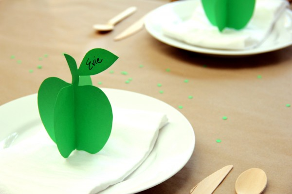 Printable DIY 3D Apple Place Cards