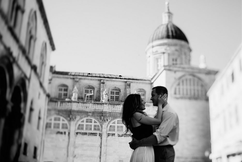 Young American couple in front of Dubrovnik Cathedral posing in front of camera of Dubrovnik Photographer - DTstudio
