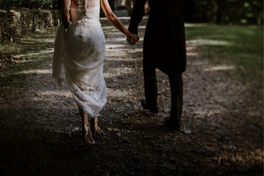 Newlywed couple at Sacro di Monte Orta San Giulio. Photography by DTstudio Italy wedding photographer Lake Orta Wedding Photographer & Videographer