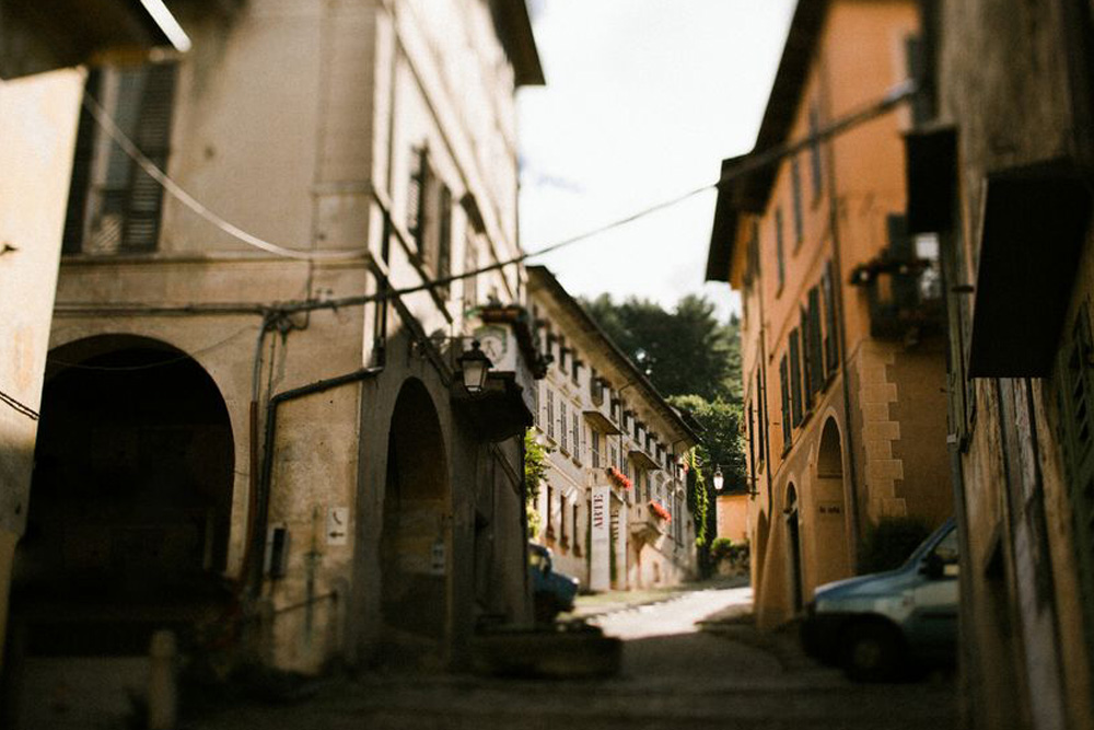 Streets of Orta San Giulio. Photo by DTstudio Italy wedding photographer