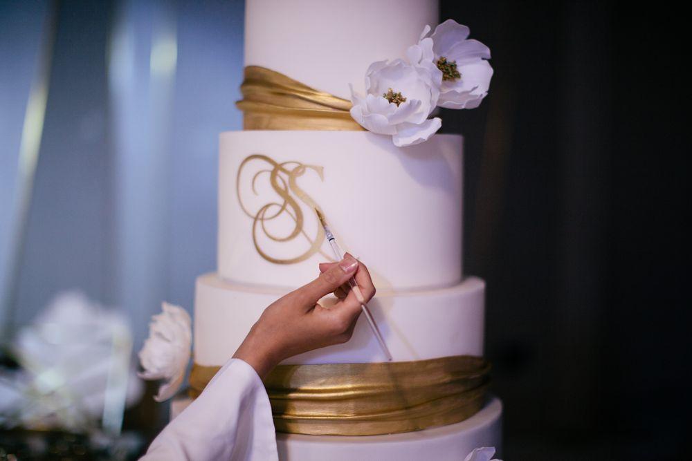 Dubai wedding inspiration, Dubai wedding cake, Golden cake in Dubai filmed by dubai wedding videographer