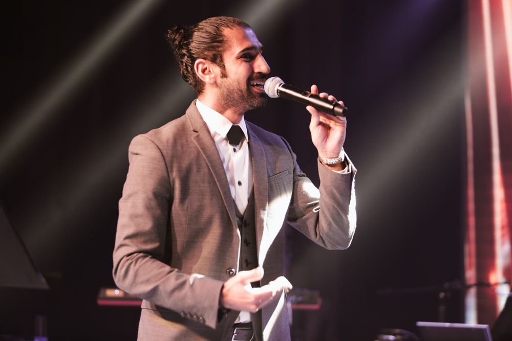 Wedding band in Dubai, Dubai wedding singer filmed by dubai wedding videographer