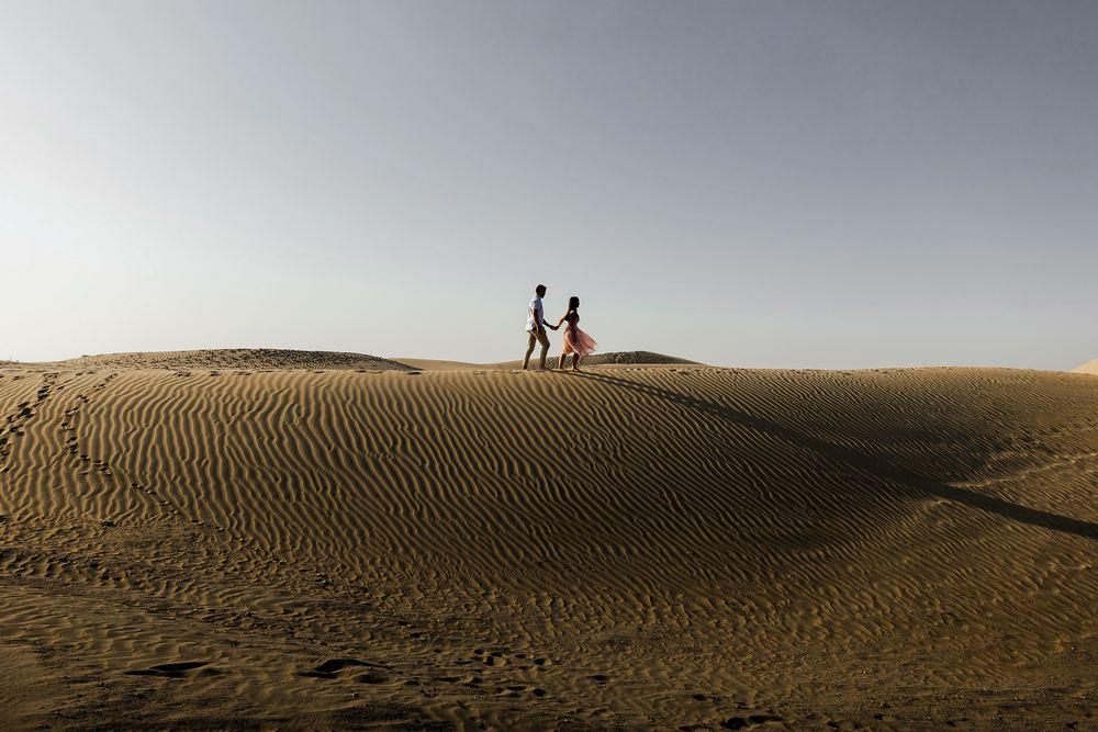 Dubai desert couple captured by Dubai wedding photography