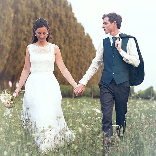 Italian Wedding Planner in London - bridge and groom hand in hand walking outdoors
