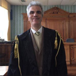 Avv. Gianluca Fava in un'aula di tribunale