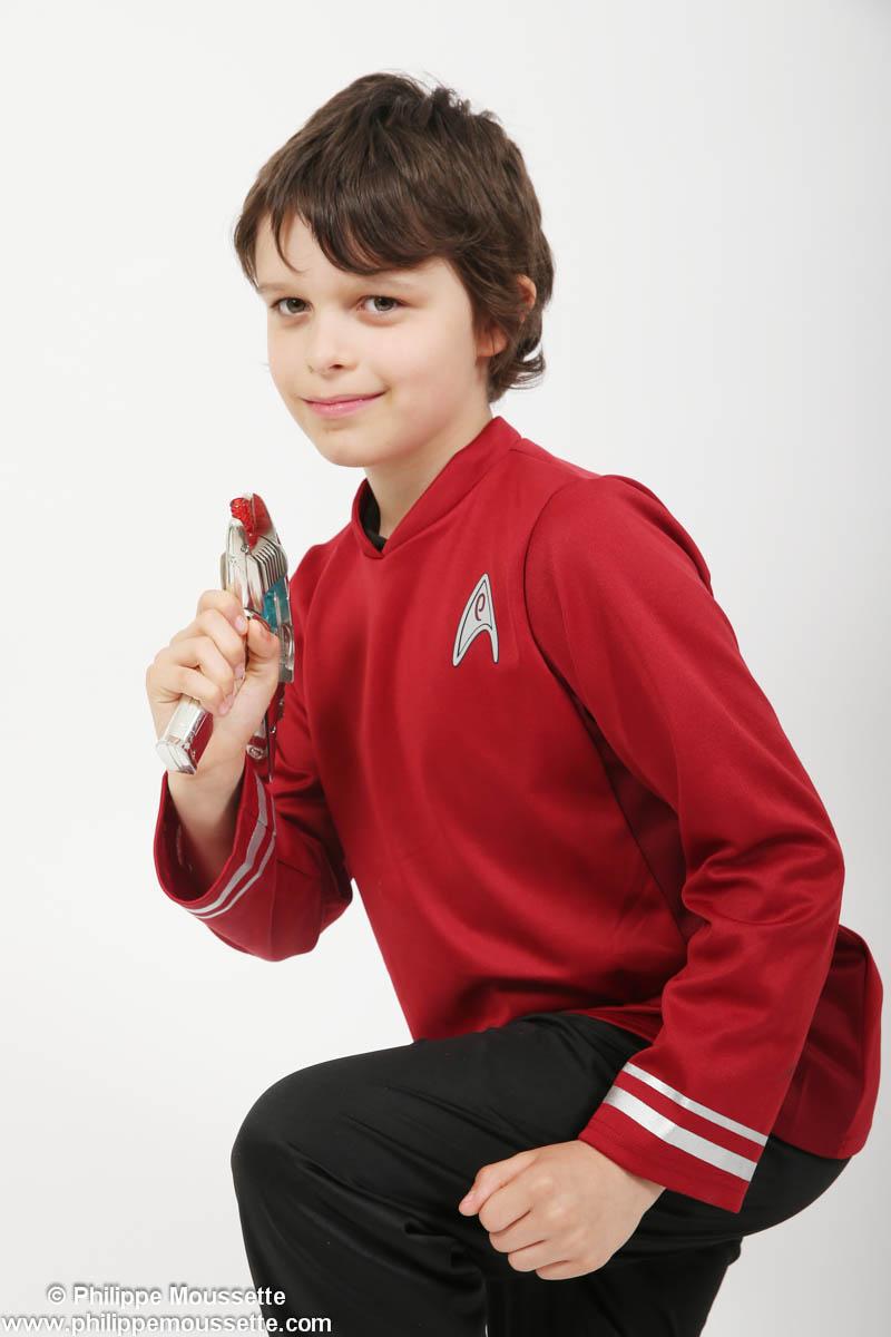 Garçon costumé en personnage de Star Trek