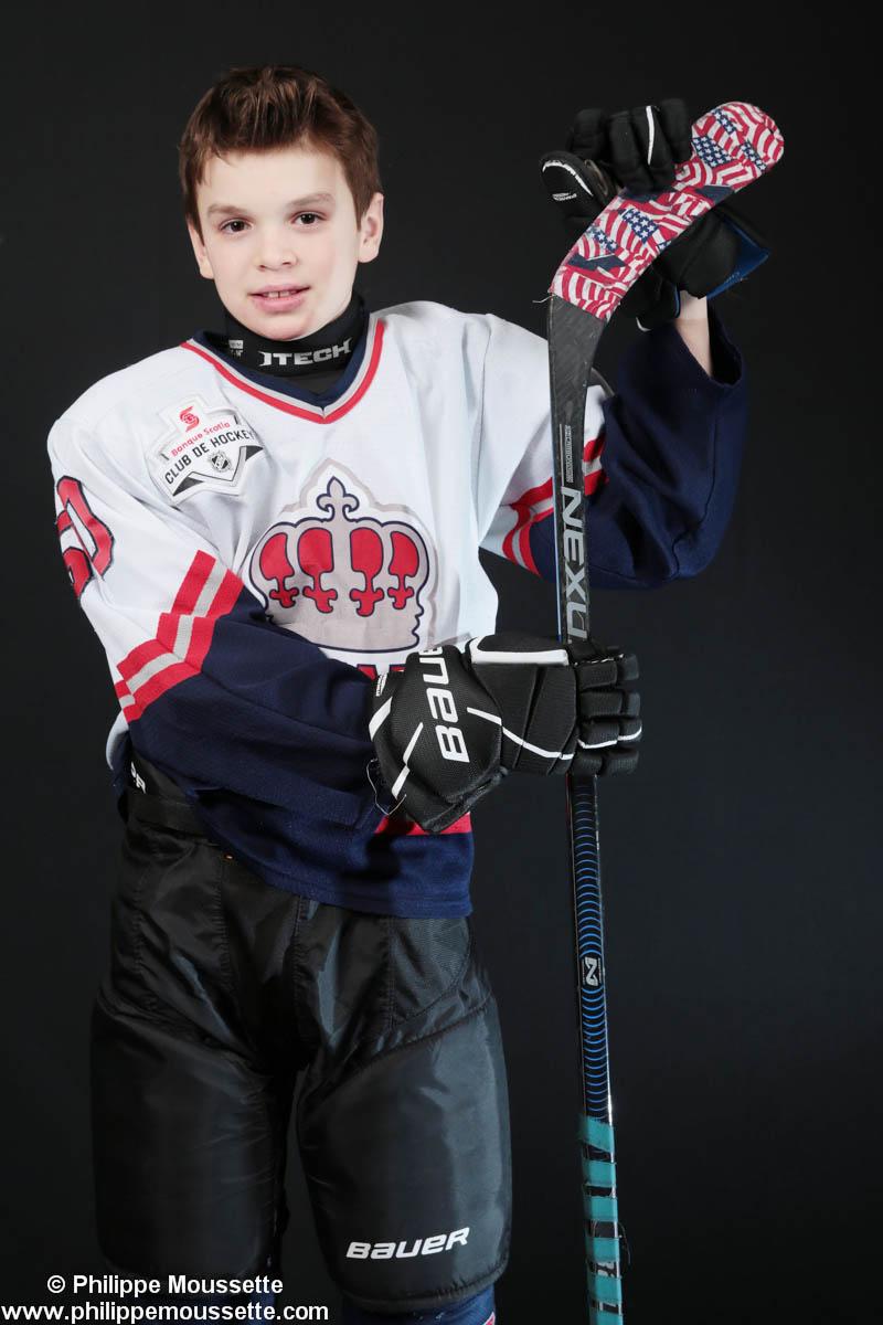 Hockeyeurs vêtu de son équipement avec son bâton