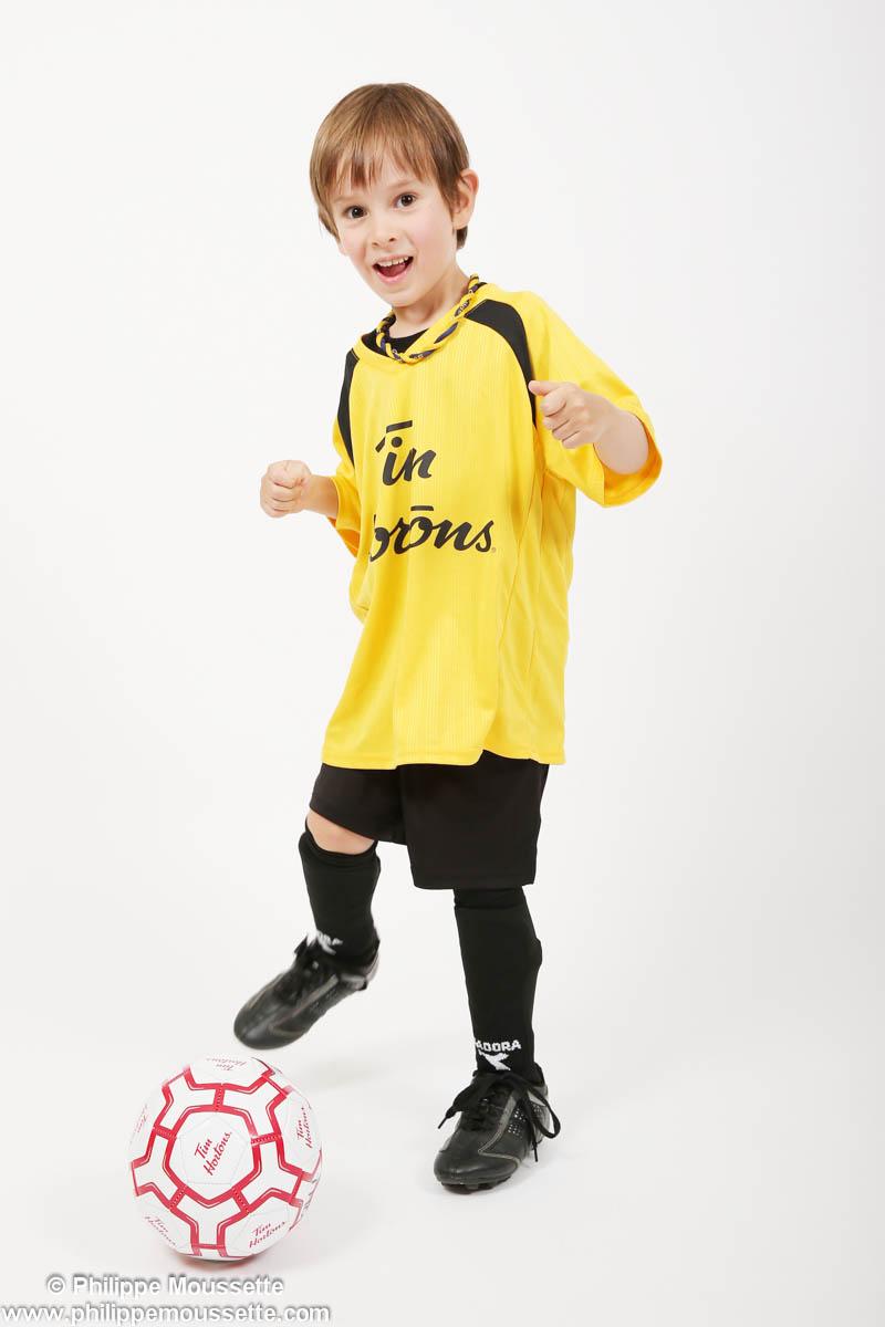 Enfant avec son équipement de soccer