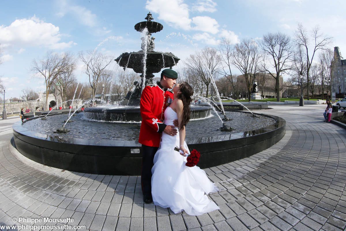 Mariés devant la fontaine de Tourny