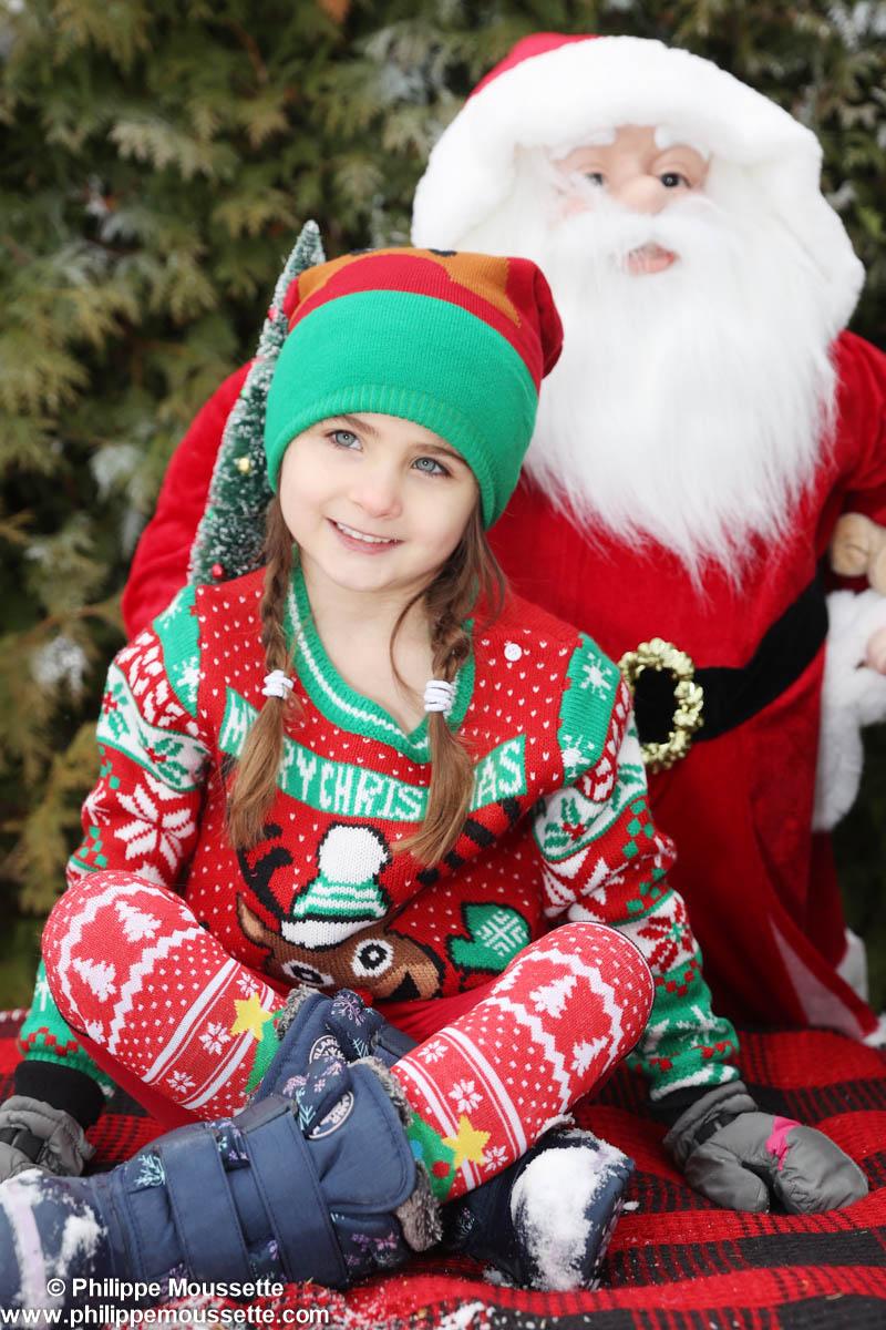 Fillette avec père Noël