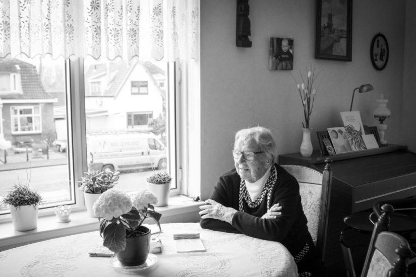 ouderen fotografie zwart wit studio Pixxi vriendelijk thuis