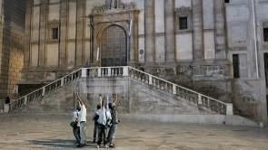 Lanciatori di luce performance Piazza Bellini Palermo con Valentina Parlato