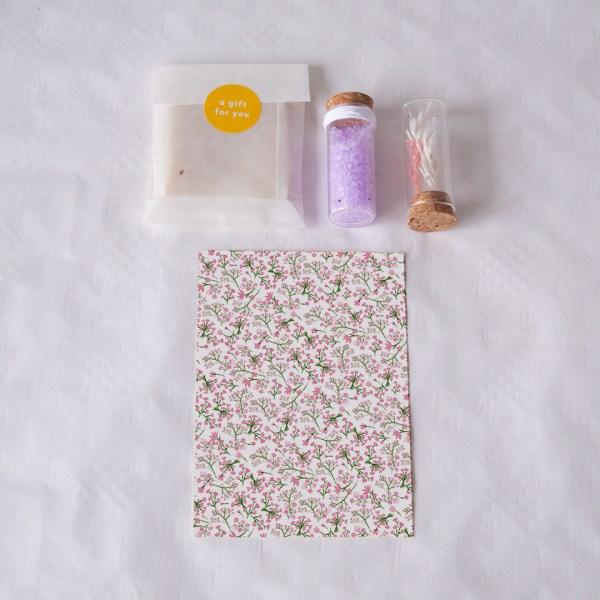 wellnessdoosje roze bloemetjes