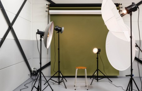 detailfoto van fotostudio met groene achtergrond
