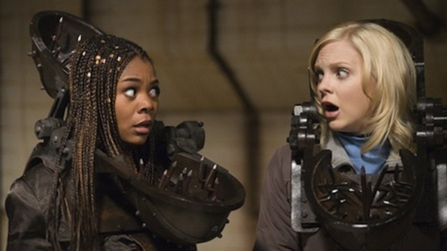 Regina Hall and Anna Faris in Scary Movie 4