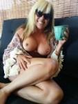 Les gros seins d'une femme nue sur le 27 sexy