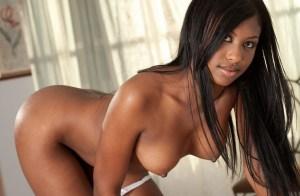 femme noire nue du 30 exhibe gros nichons
