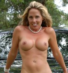 une belle femme aux grosses mamelles du 40