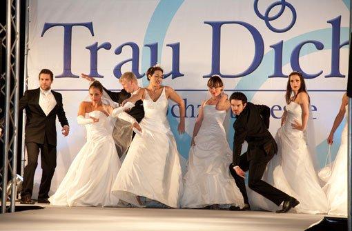 """Models präsentieren auf der Hochzeitsmesse """"Trau Dich"""" die passende Hochzeitsgarderobe. Foto: Trau Dich"""