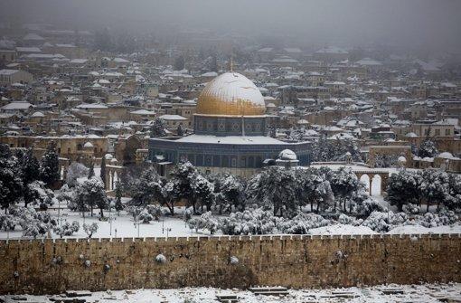 In Israel hat heftiger Schneefall an einigen Orten zu Staus und Schulausfällen geführt. Foto: EPA
