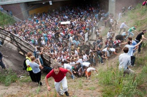 In Duisburg sind im Jahr 2010 wegen mangelhafter Fluchtwege 21 Menschen bei der Loveparade gestorben. Foto: dpa