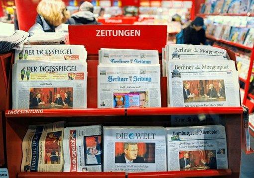 Manche Themen, wie der Fall Wulff, beherrschen die Medien, aber vor allem auch den Gegenstand ihrer Berichterstattung. Foto: dpa