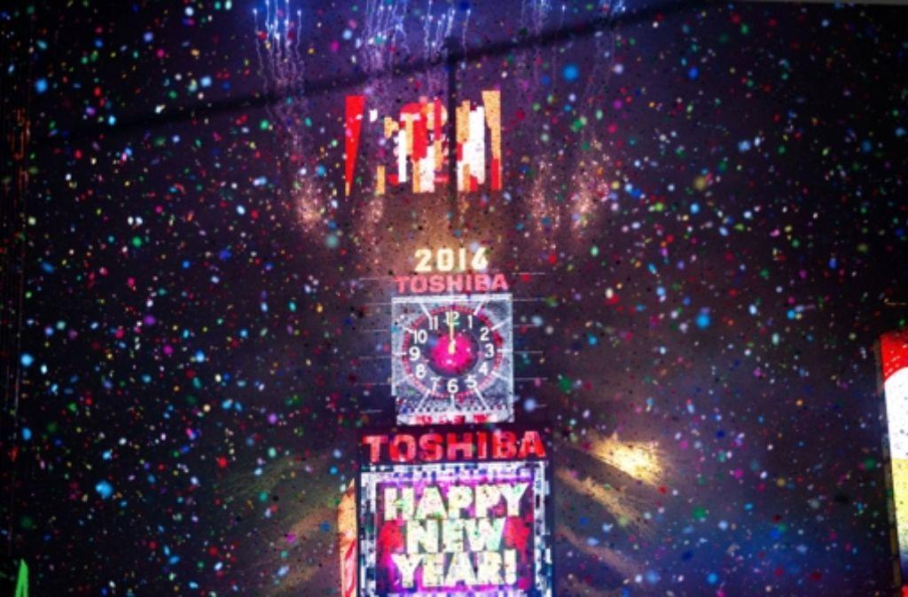 Silvester Von Samoa Bis Toronto Die Welt Begrusst Das Neue Jahr Panorama Stuttgarter Zeitung