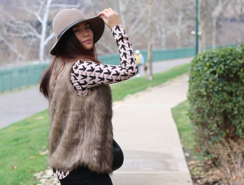 Romwe faux fur vest, floppy hat, rose quartz top