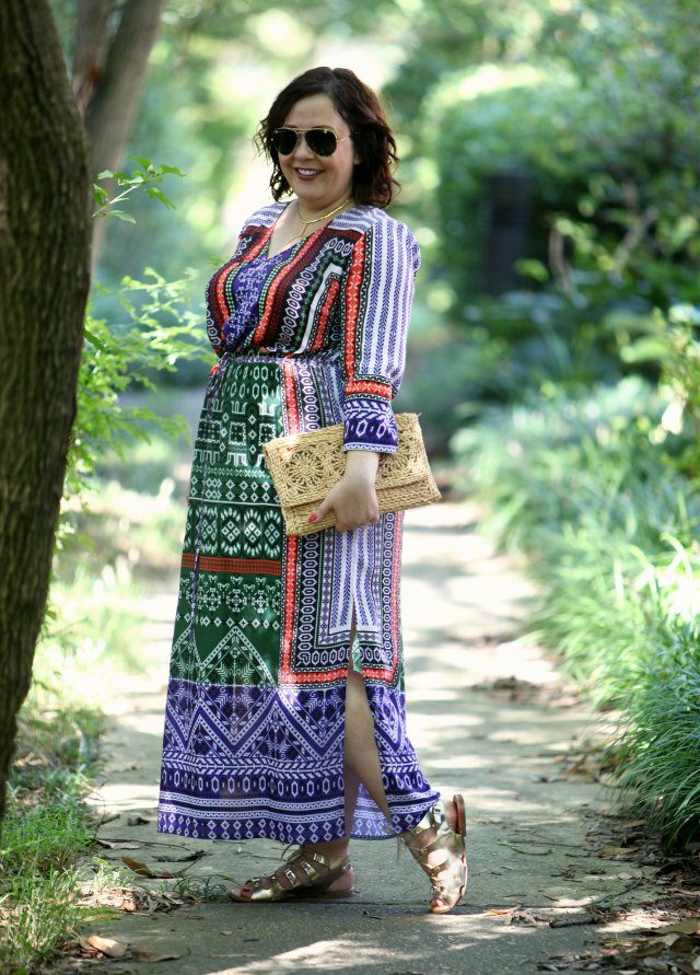 Wardrobe-Oxygen-in-a-Gwynnie-Bee-dress-with-Ray-Ban-aviator-sunglasses-640x891