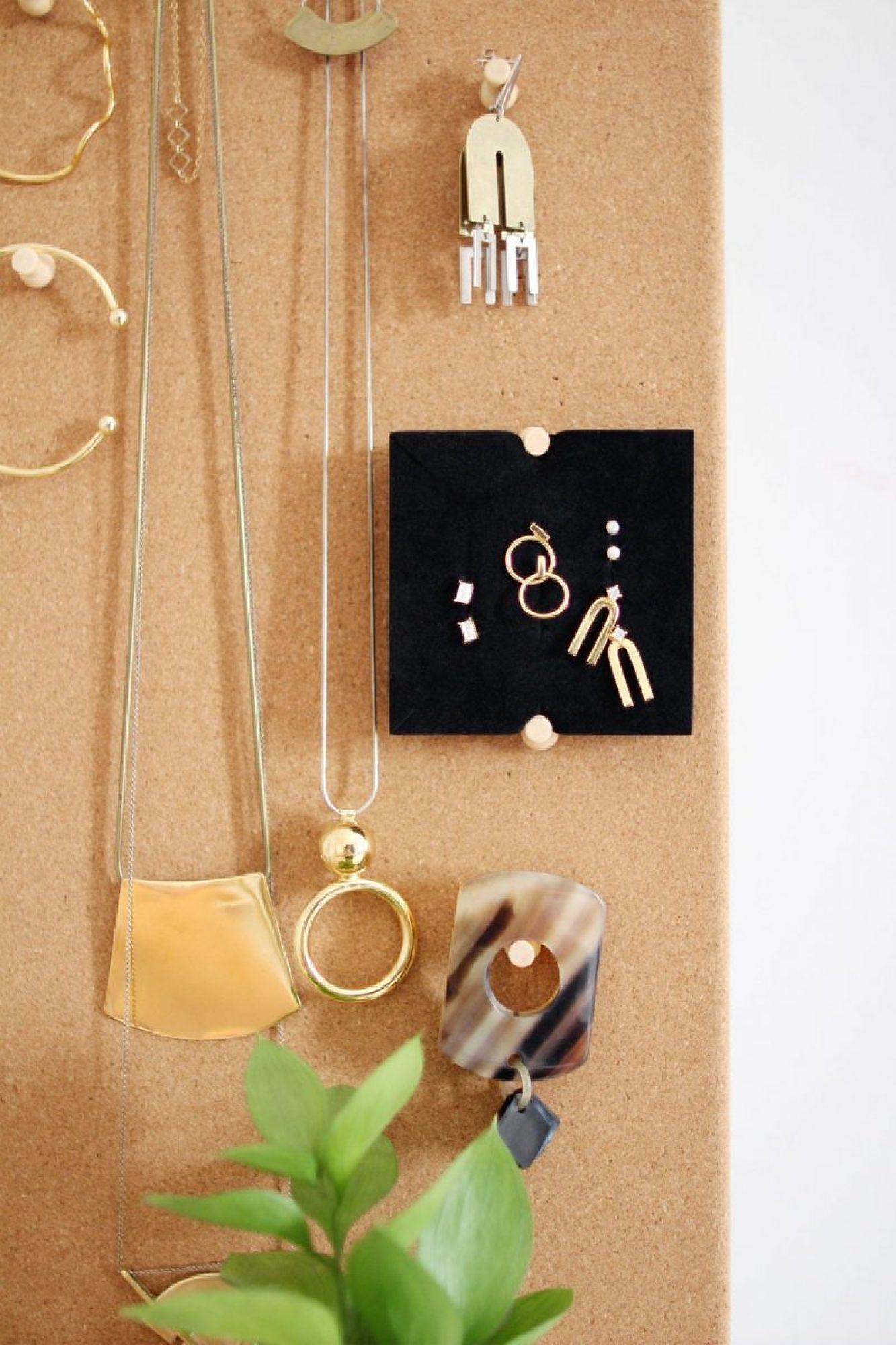 Style Bee - Easy Jewelry Organizer DIY