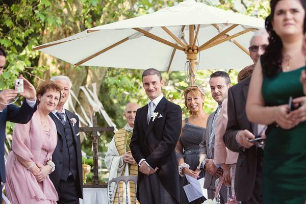 27-bräutigam-wartet-auf-die-braut-anastasia-arrigo