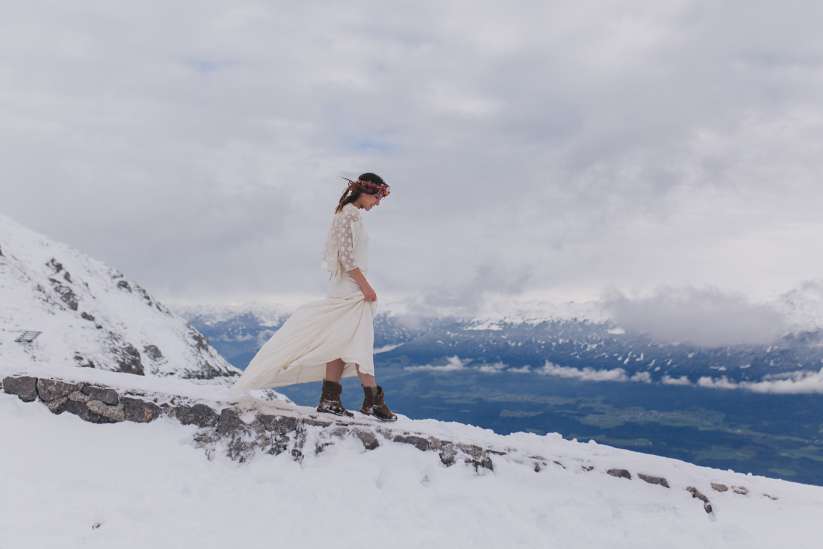 winter-mountain-wedding-hafelekar-maria-luise-bauer-photography-wedding-with-dogs-31