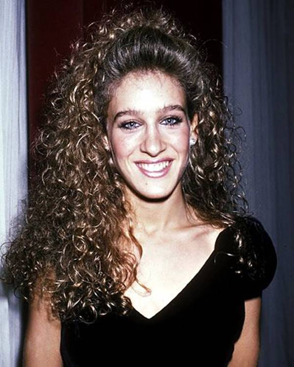 62 80 s Hairstyles That Will Have You Reliving Your Youth Sarah Jessica Parker rocked her curls in the 80 s  She had the same  hairstyle in the movie Footloose