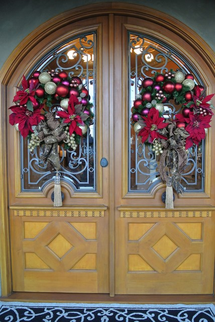 Create A Warm Welcome 22 Festive Christmas Front Door Decoration Ideas Style Motivation