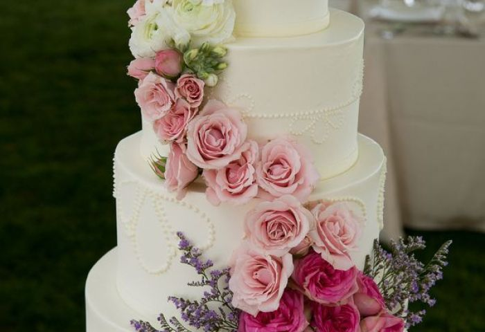 15 Amazing Wedding Cakes Decorated With Flowers Style Motivation