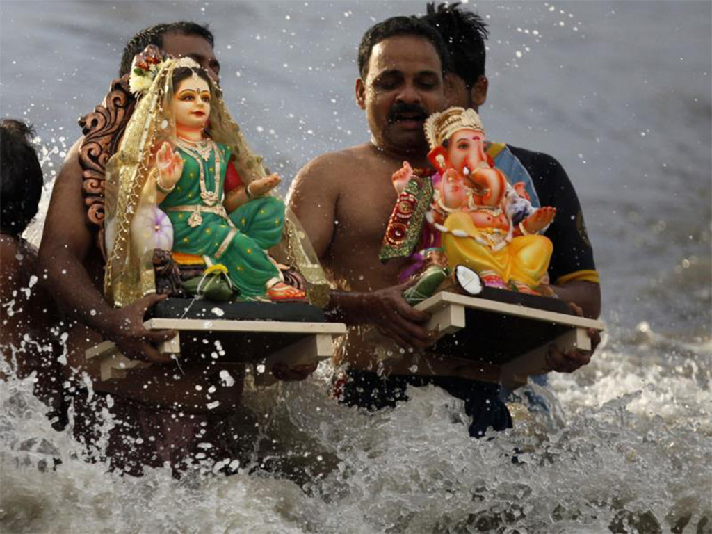 devotees carries idols of laord ganesha and goddess gauri for visarjan. www.hindustantimes.com copy