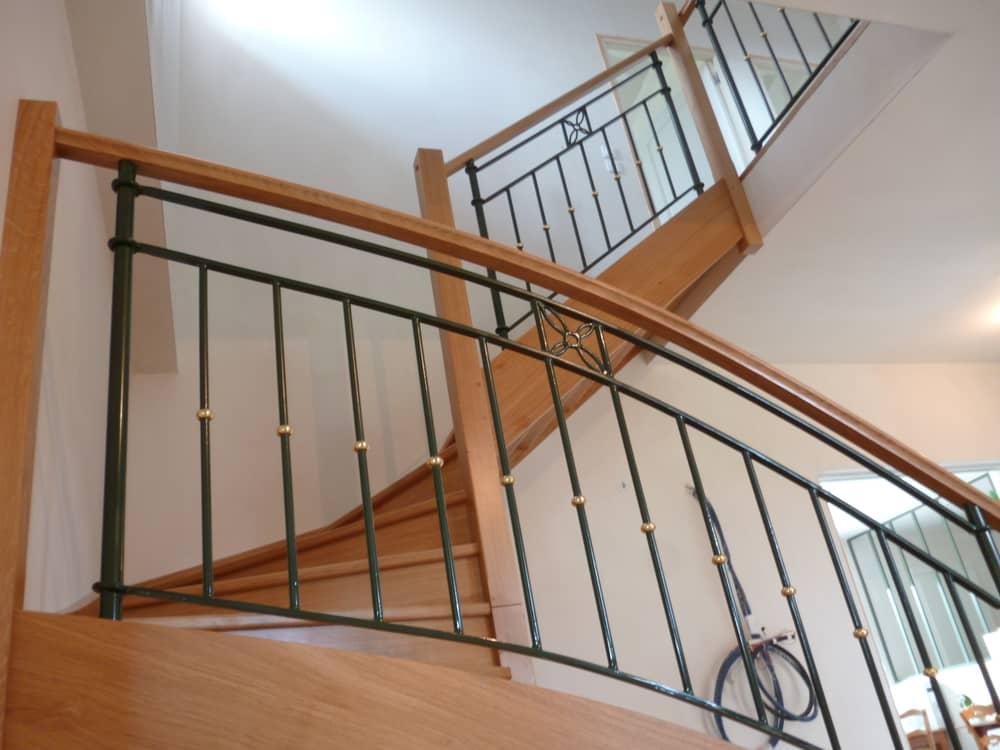 Styl'escalier : Gamme Prestige escalier chêne ensemble avec ferrionnerie d'art rampe et étage