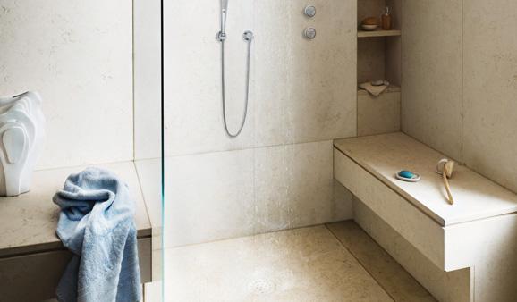 un siege dans la douche