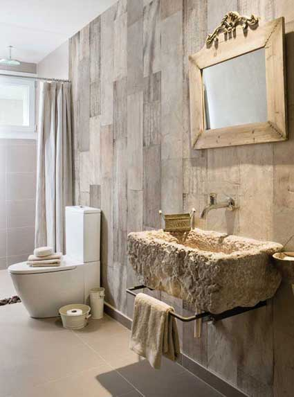 le papier peint dans la salle de bains