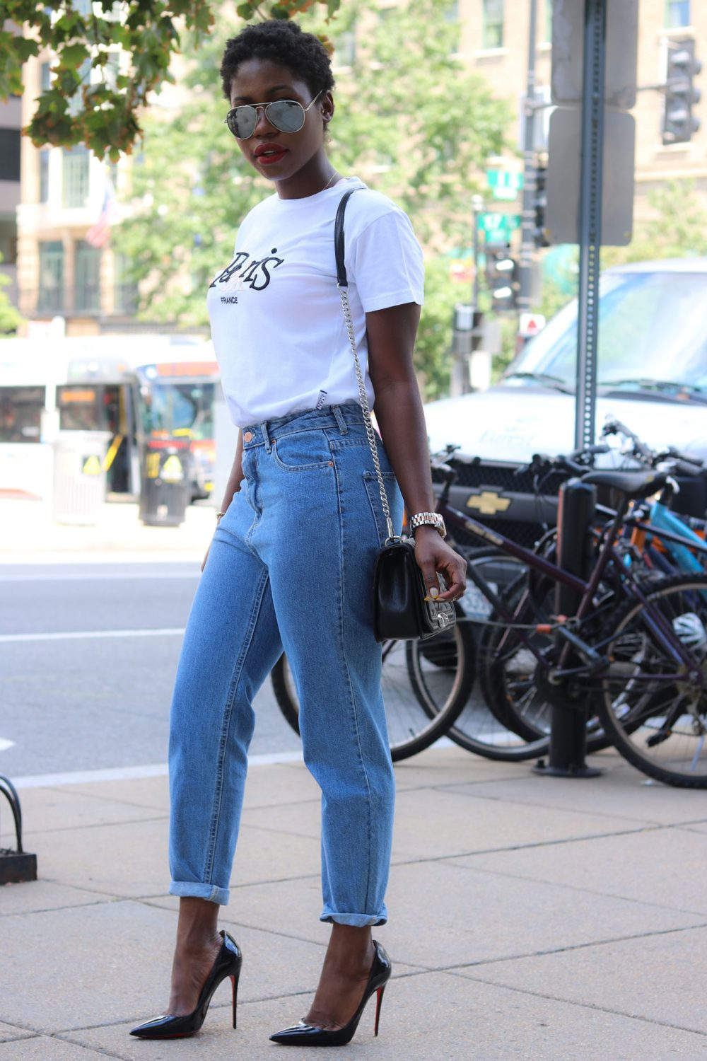 style synopsis-mom-jeans-shirt-style