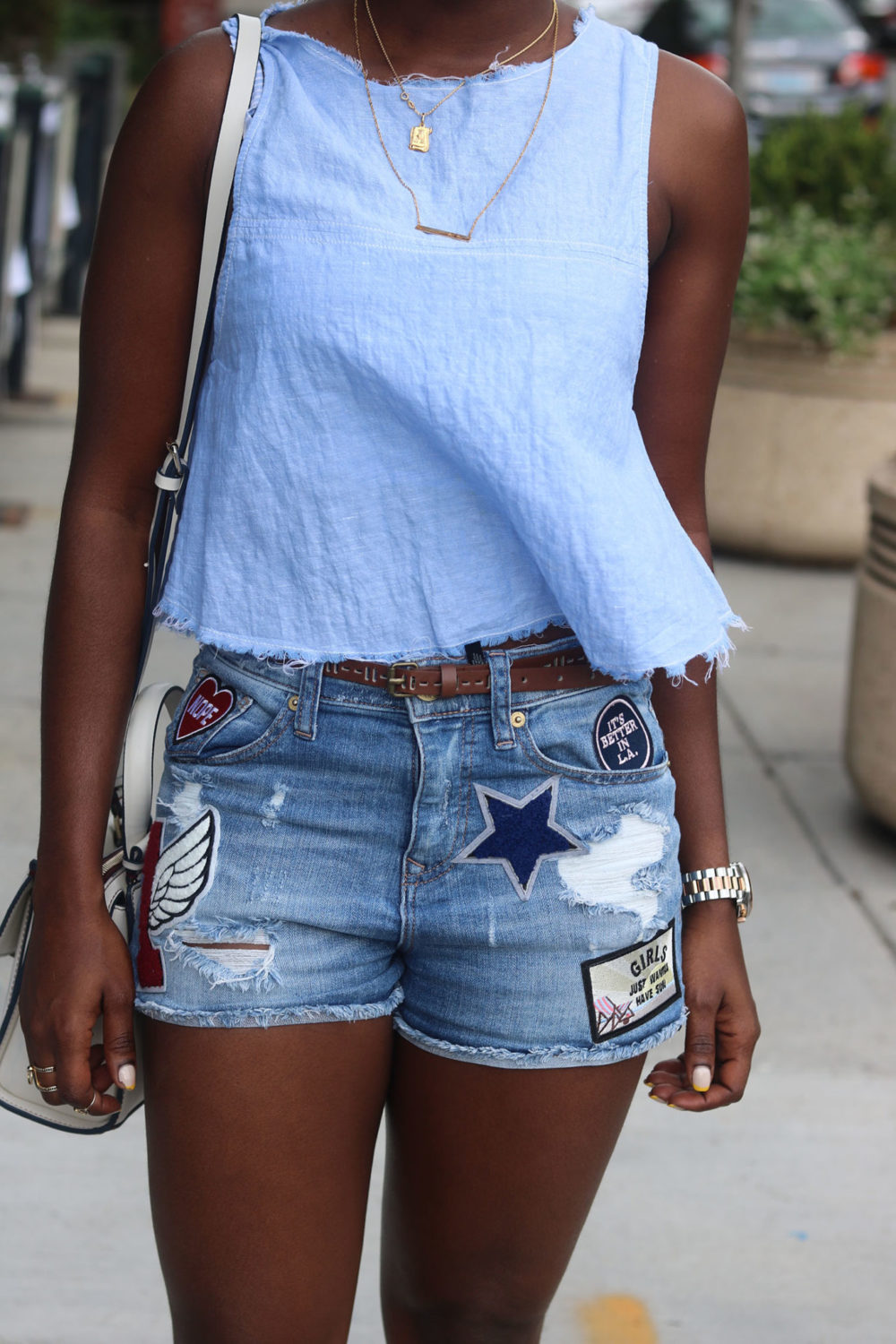 style synopsis summer look in shades of blue