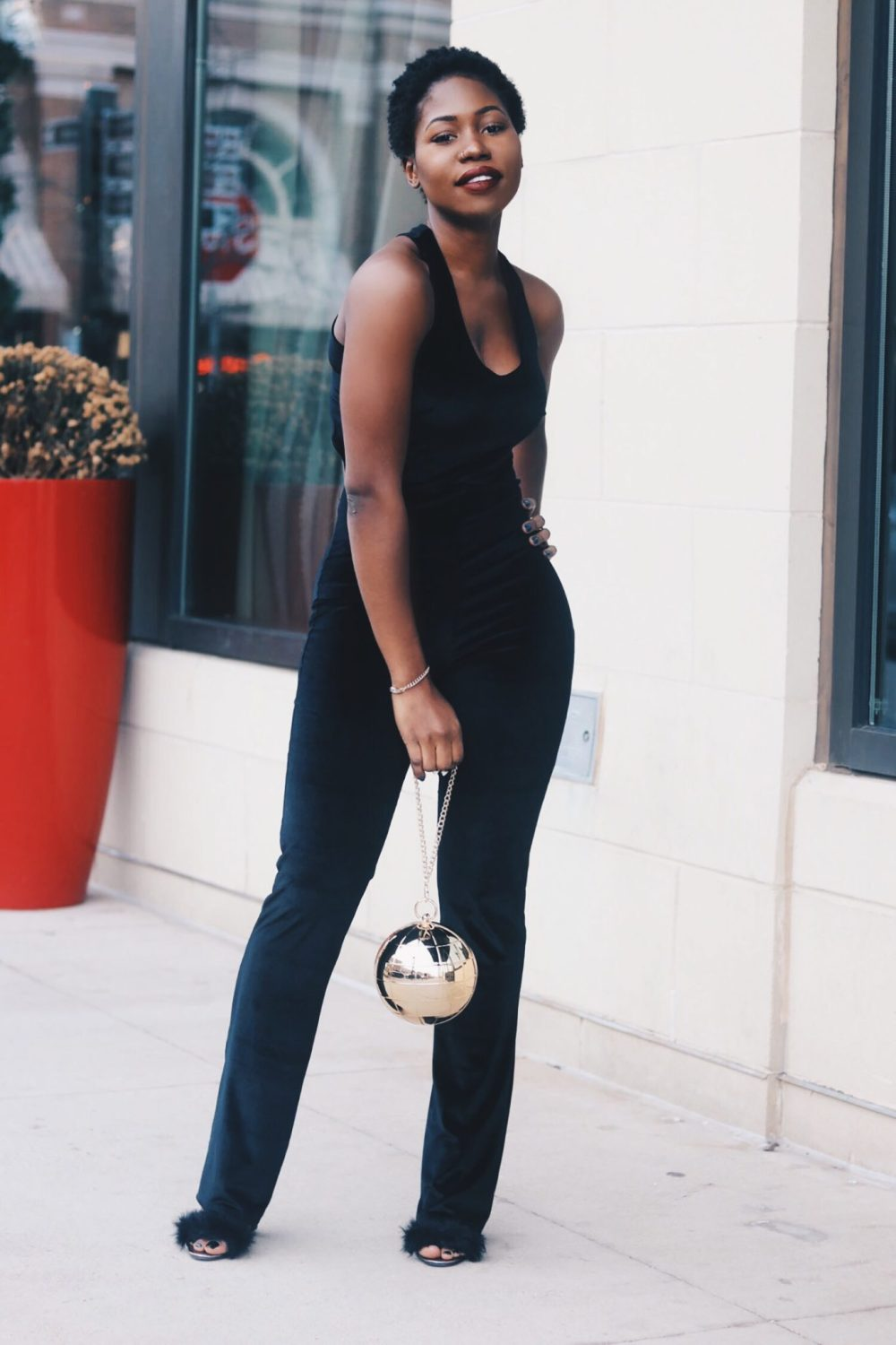 style-synopsis-black-holiday-chic-looks