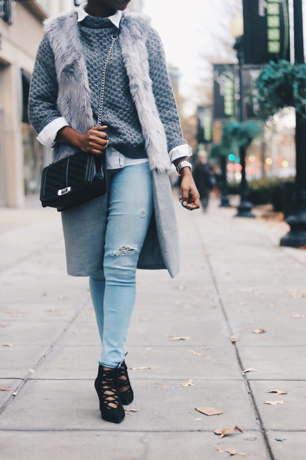 style-synopsis-sweater-destroyed-jeans-booties-look